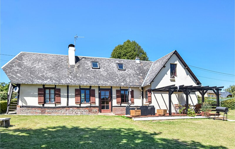 Stunning home in Haudricourt Aubois with WiFi and 4 Bedrooms (FNS025), holiday rental in Foucarmont