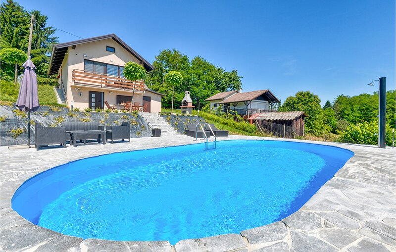 Nice home in Dragoslavec with Outdoor swimming pool, WiFi and 2 Bedrooms (CCC260, location de vacances à Ormoz