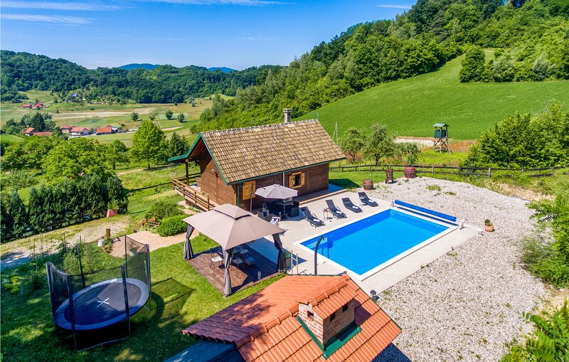 Awesome home in Krapinske Toplice with Outdoor swimming pool, WiFi and 2 Bedroom, holiday rental in Bedekovcina