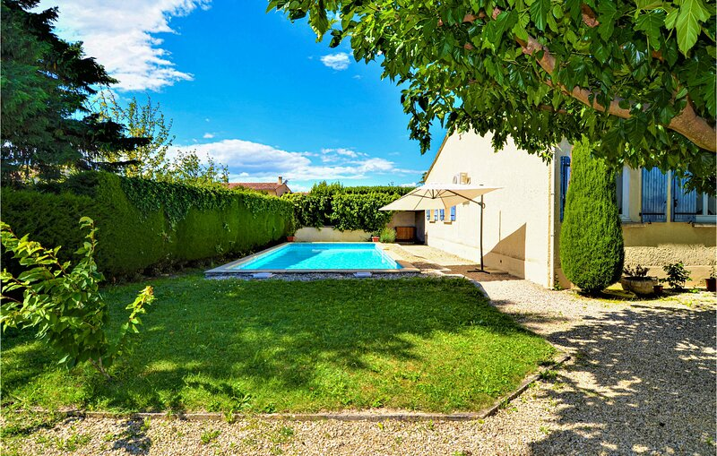 Awesome home in Barbentane with Outdoor swimming pool, WiFi and Outdoor swimming, holiday rental in Barbentane