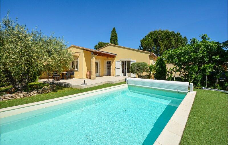 Modern huis met buitenzwembad in een rustig woongebied (FPB053), vacation rental in Saint Andiol