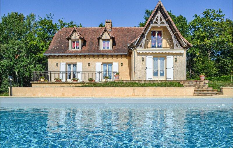 Stunning home in Savignac-Ledrier with WiFi and 4 Bedrooms (FAD793), location de vacances à Savignac-Lédrier