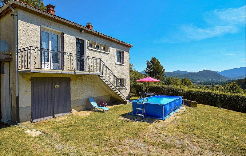 Amazing home in Entrechaux with 2 Bedrooms (FPV655), location de vacances à Entrechaux