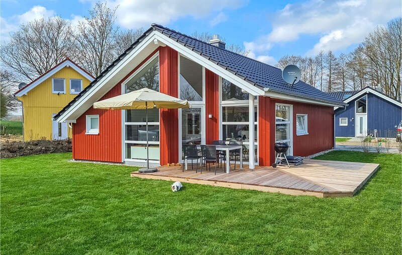 Awesome home in Krems II/Warderbrück with Sauna, WiFi and 2 Bedrooms (DSH007), Ferienwohnung in Großharrie