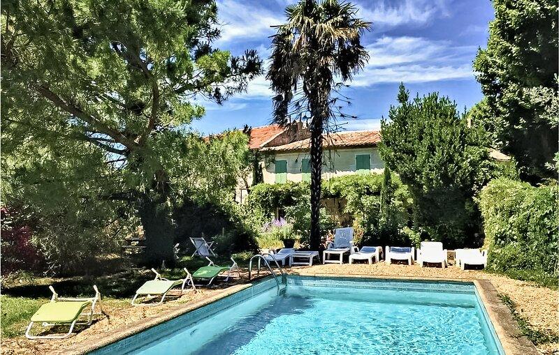 Nice home in Route de Camaret with Outdoor swimming pool, Outdoor swimming pool, location de vacances à Lagarde-Paréol