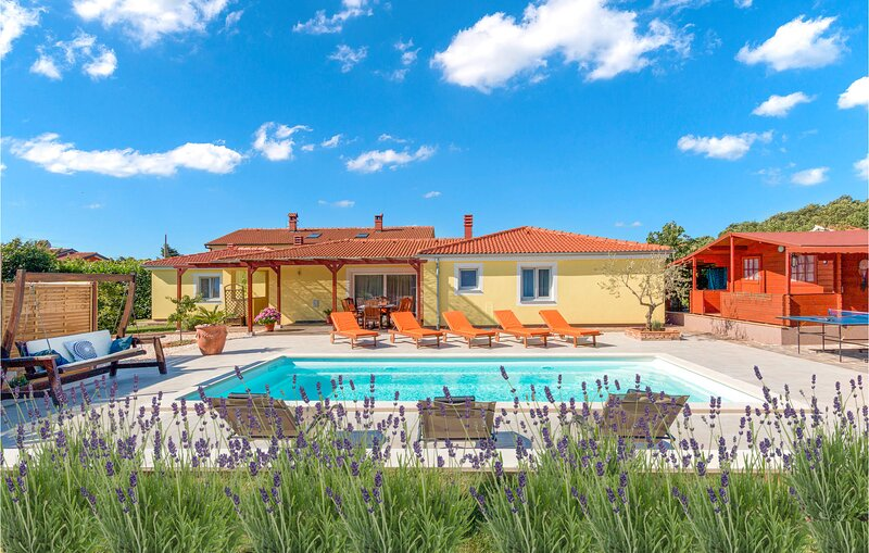 Awesome home in Loborika with WiFi and 4 Bedrooms (CIC920), casa vacanza a Muntic