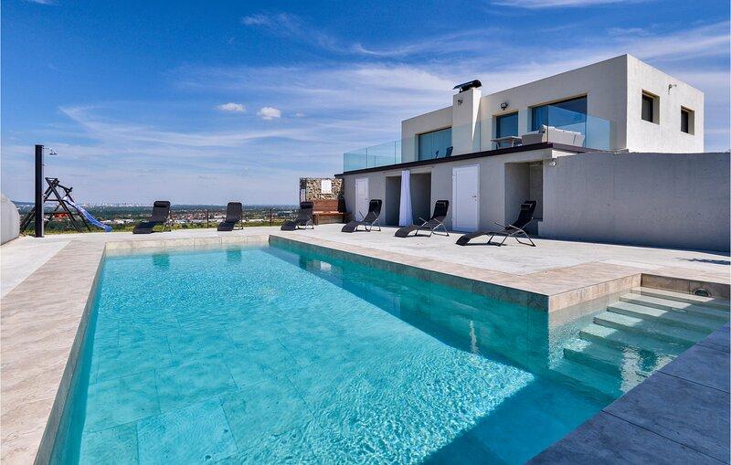 Amazing home in Sveta Nedjelja with Outdoor swimming pool, Outdoor swimming pool, vacation rental in Zagreb County