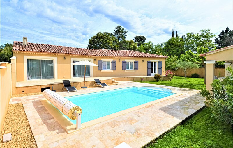 Stunning home in Mornas with Outdoor swimming pool, WiFi and 4 Bedrooms (FPV757), vacation rental in Mondragon
