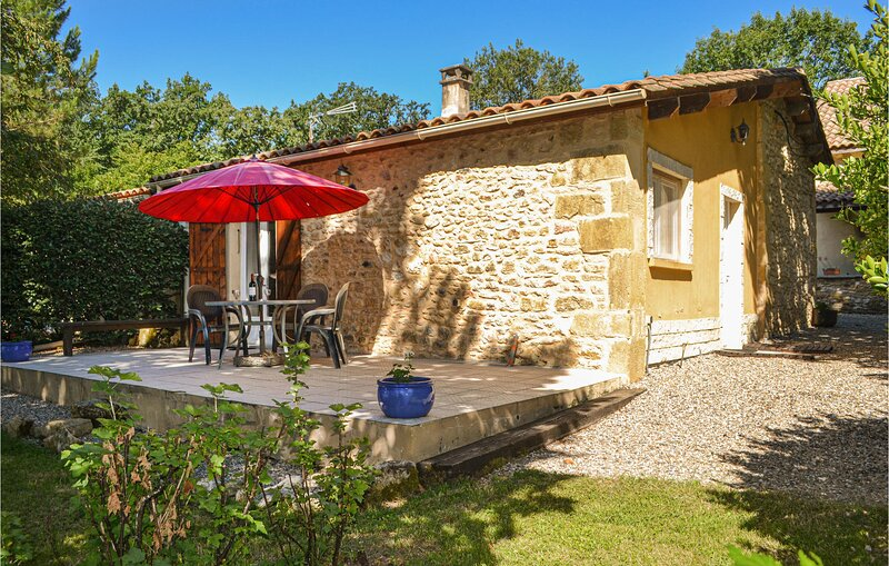 Beautiful home in Lolme with 2 Bedrooms (FAD235), holiday rental in Sainte Croix