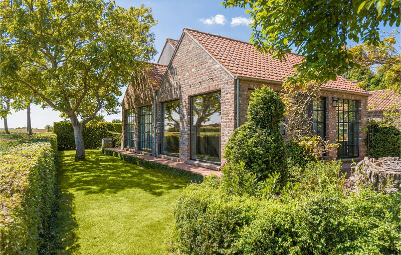 Nice home in Wijtschate with WiFi and 3 Bedrooms (BVA150), location de vacances à Sailly sur la Lys