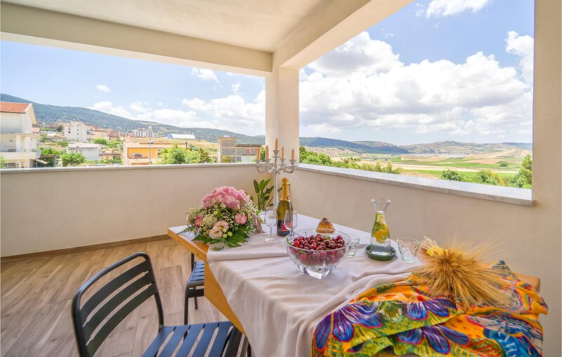 Nice apartment in Sambuca di Sicilia with WiFi and 3 Bedrooms (ISR388), holiday rental in Salaparuta