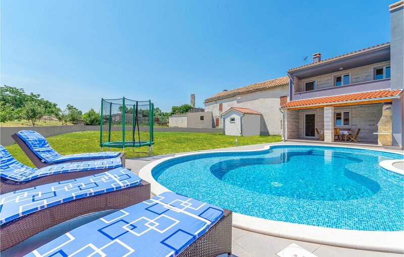 Amazing home in Bratulici with WiFi and 2 Bedrooms (CIO033), holiday rental in Bratulici