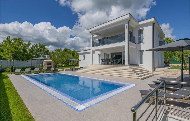 Amazing home in Glavina Gornja with Outdoor swimming pool and 5 Bedrooms (CDC555, location de vacances à Posusje