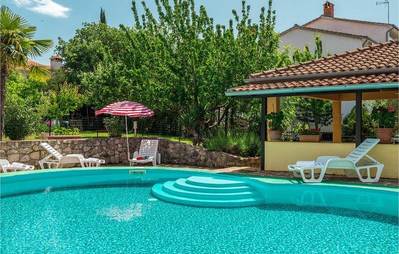 Beautiful home in Porec with 1 Bedrooms (CIE253), location de vacances à Kukci