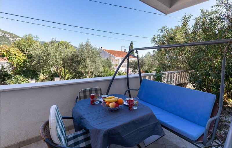 Nice home in Ploce with WiFi and 2 Bedrooms (CDR283), holiday rental in Klek