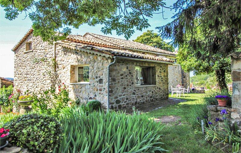 Amazing home in St. Etienne de Boulog. with WiFi and 1 Bedrooms (FRA089), alquiler de vacaciones en Darbres
