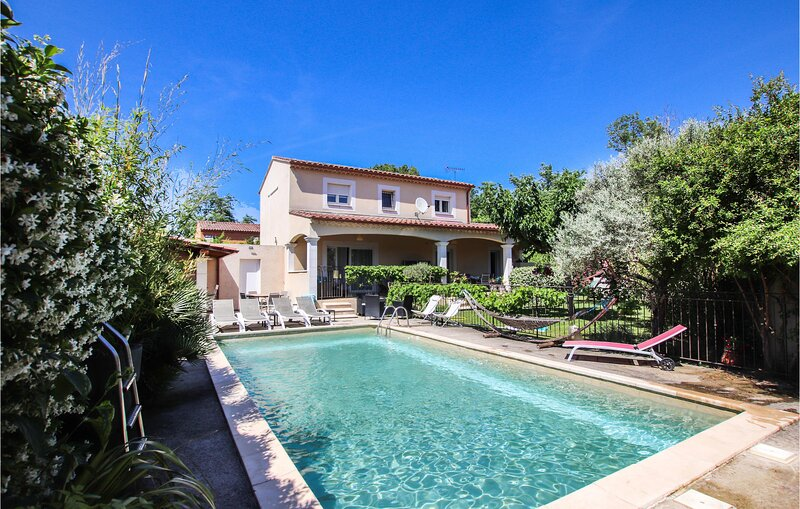 Awesome home in Les Angles with WiFi and 3 Bedrooms (FLG342), location de vacances à Les Angles