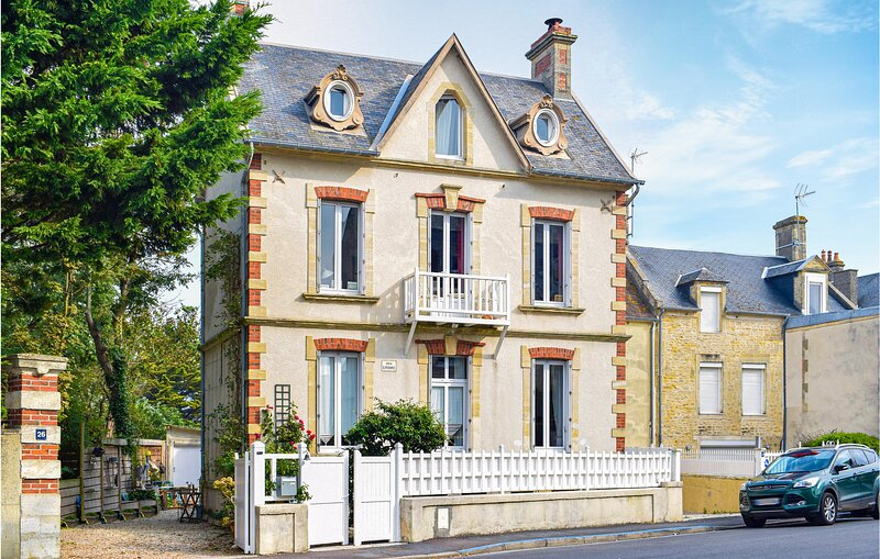 Stunning home in Arromanches with WiFi and 1 Bedrooms (FNC034), vacation rental in Saint-Come-de-Fresne