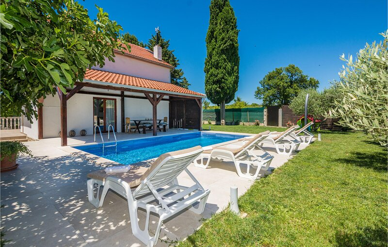 Amazing home in Smokovic with Outdoor swimming pool, WiFi and 4 Bedrooms (CDA761, holiday rental in Policnik