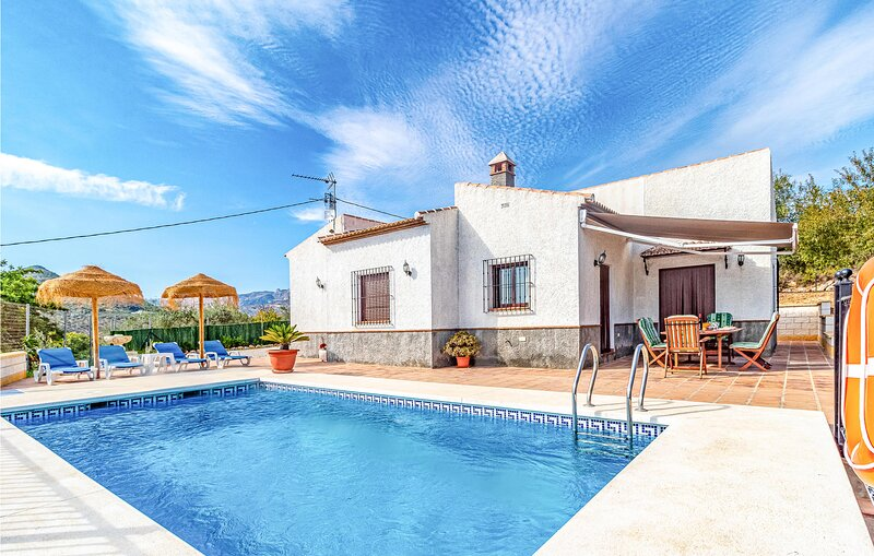 Stunning home in Periana with Outdoor swimming pool, WiFi and 3 Bedrooms (EAS246, holiday rental in Periana