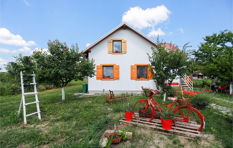 Nice home in Ceminac with Sauna, WiFi and 2 Bedrooms (CCS031), holiday rental in Kopacevo