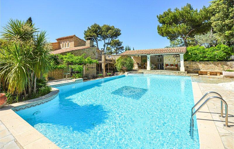 Comfortabel vakantiehuis in de Alpilles (FPB709), holiday rental in Senas