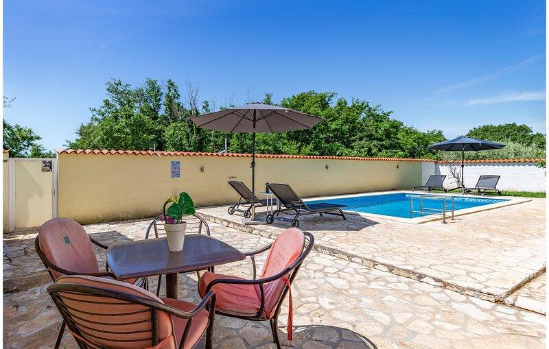 Beautiful home in Sisan with WiFi and 1 Bedrooms (CIZ360), alquiler de vacaciones en Sisan