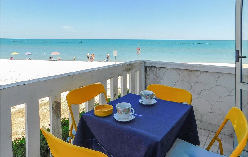 Awesome apartment in Marotta with Internet and 2 Bedrooms (IMK259), location de vacances à Mondolfo