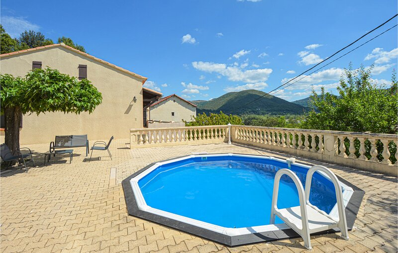 Beautiful home in Les Salles du Gardon with Outdoor swimming pool and 3 Bedrooms, holiday rental in Les Salles-du-Gardon