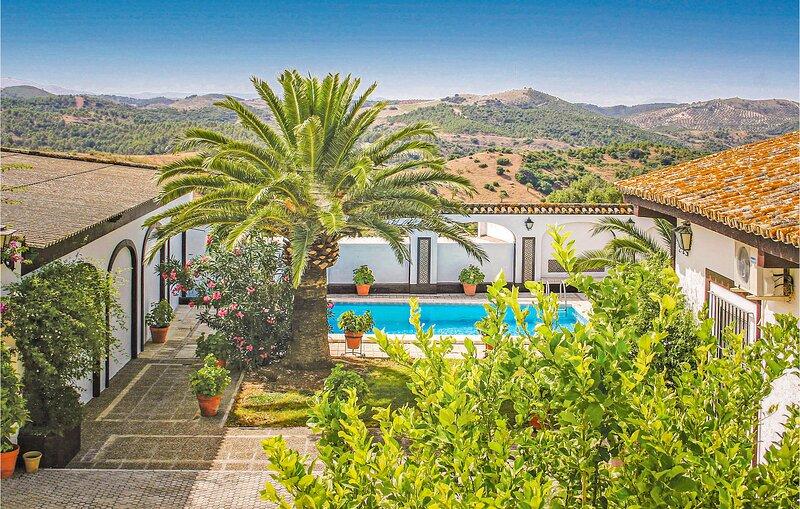 Indrukwekkende Cortijo met mooie meubels (EAC077), holiday rental in Marchena