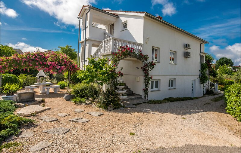 Stunning apartment in Krk with 3 Bedrooms (CKI103), holiday rental in Poljica