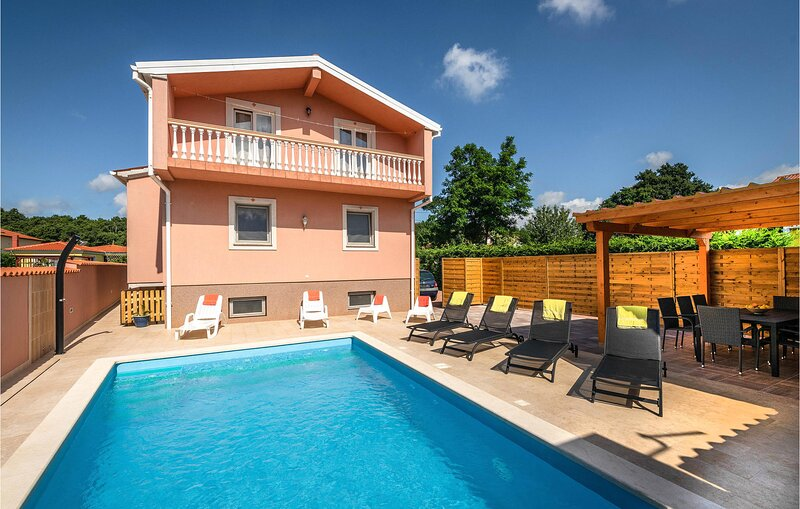 Stunning home in Marcana with Outdoor swimming pool and 4 Bedrooms (CIC016), casa vacanza a Muntic