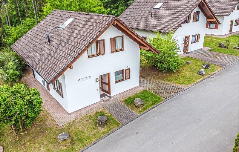 Nice home in Kirchheim with 5 Bedrooms (DHE182), location de vacances à Neukirchen