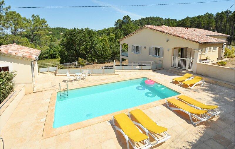 Beautiful home in Molières-sur-Cèze with WiFi and 3 Bedrooms (FLG290), location de vacances à Les Mages