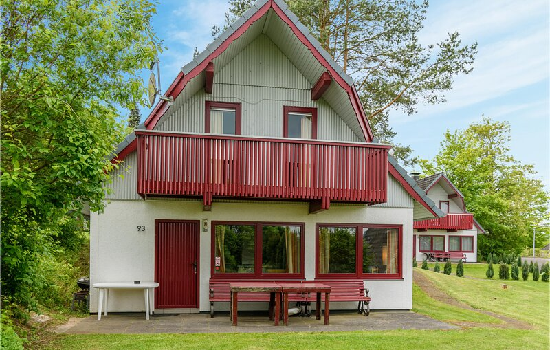 Nice home in Kirchheim/Hessen with 3 Bedrooms (DHE130), holiday rental in Schlitz