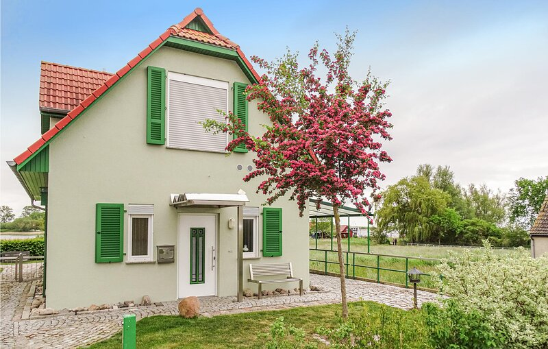 Awesome home in Insel Poel/Kirchdorf with 2 Bedrooms (DMK429), casa vacanza a Oertzenhof