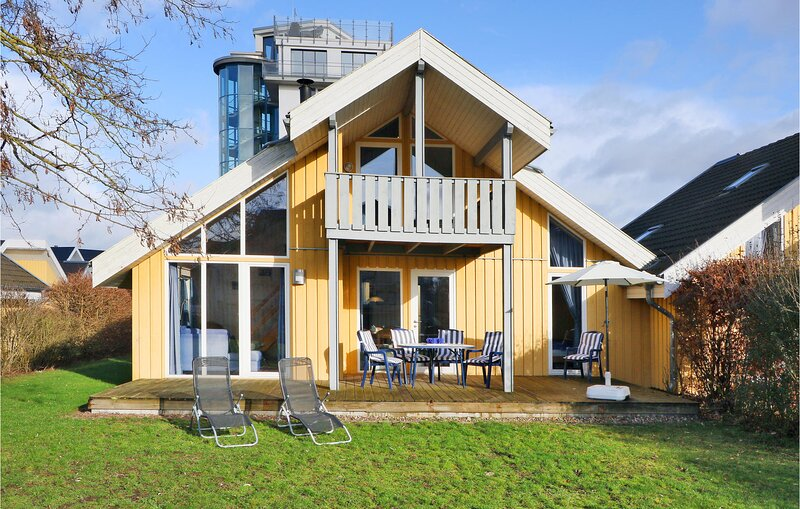 Nice home in Rechlin with Sauna and 2 Bedrooms (DMV740), holiday rental in Larz
