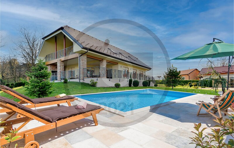 Nice home in Varazdin Breg with Outdoor swimming pool, Sauna and 3 Bedrooms (CCC, holiday rental in Varazdin County