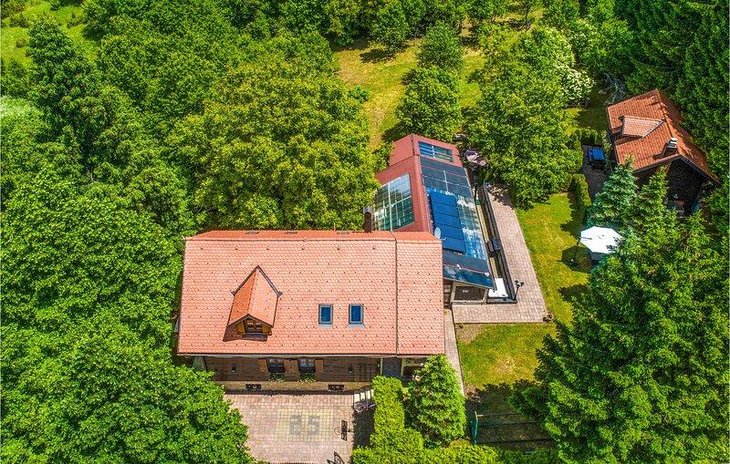 Beautiful home in Cuica Krcevina with Sauna, WiFi and 3 Bedrooms (CKB140), alquiler de vacaciones en Jezerce