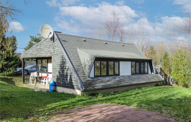 Stunning home in Gerolstein with 3 Bedrooms (DEI151), location de vacances à Schwirzheim
