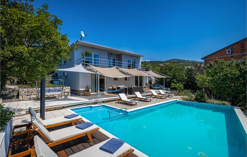 Nice home in Crikvenica with Outdoor swimming pool, Heated swimming pool and 4 B, aluguéis de temporada em Selce