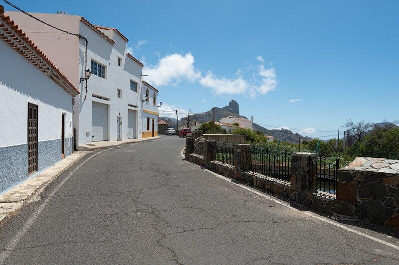 APT Tejeda - Spain's Most Beautiful Village + Wifi, alquiler de vacaciones en Tejeda