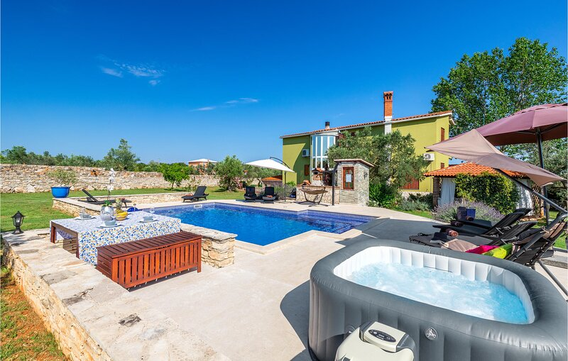 Nice home in Galizana with WiFi and 4 Bedrooms (CIP687), holiday rental in Galizana