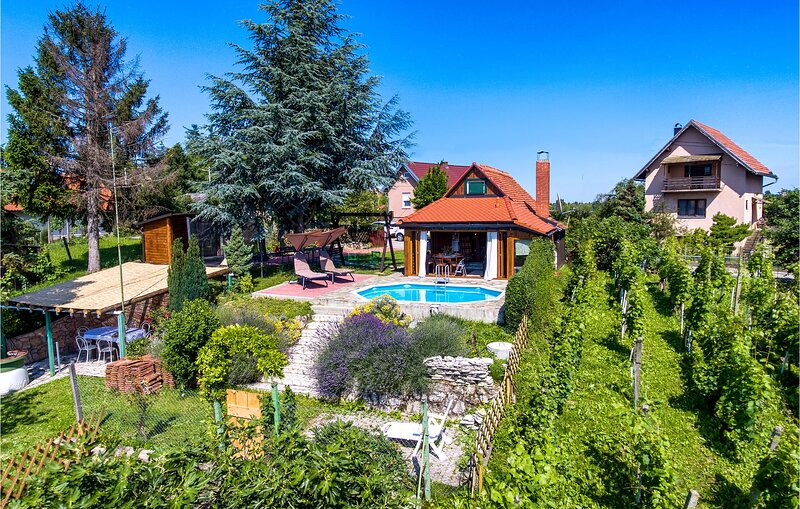 Amazing home in Turcin with WiFi and 2 Bedrooms (CCC060), holiday rental in Varazdin County
