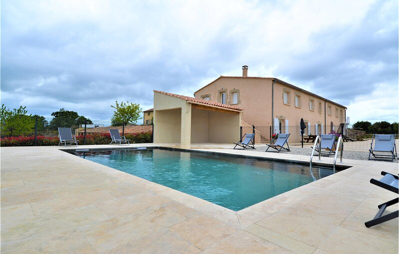 Beautiful home in Méjannes-le-Clap with Outdoor swimming pool, WiFi and 8 Bedro, holiday rental in Mejannes-le-Clap