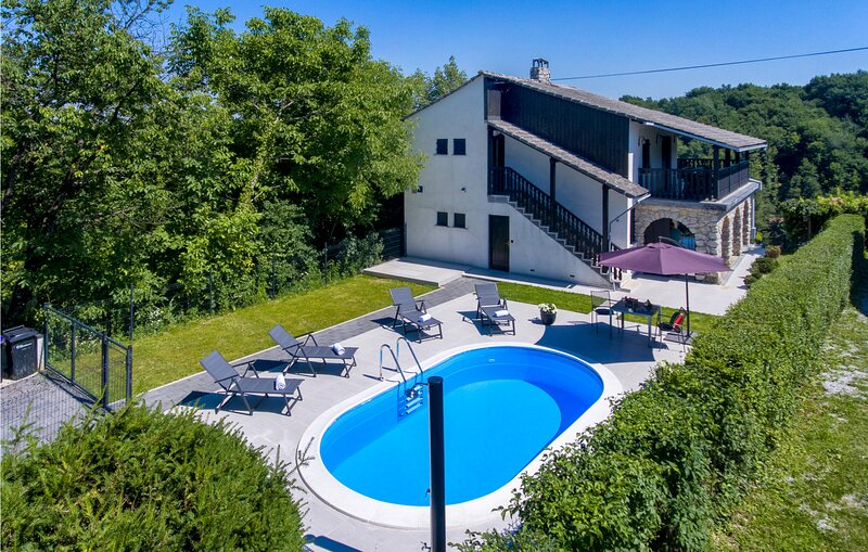 Amazing home in Vinica Breg with Outdoor swimming pool and 3 Bedrooms (CCC155), location de vacances à Ormoz