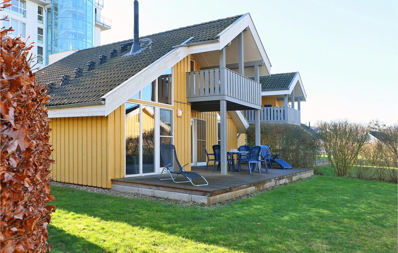 Beautiful home in Rechlin with Sauna, WiFi and 3 Bedrooms (DMV736), location de vacances à Vipperow
