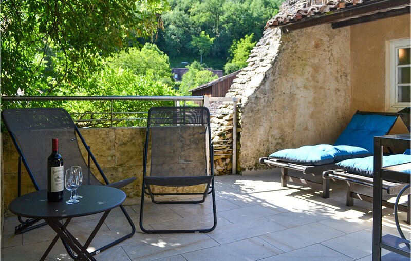 Nice home in Mauzac Grand Castang with WiFi and 3 Bedrooms (FAD417), holiday rental in Lalinde