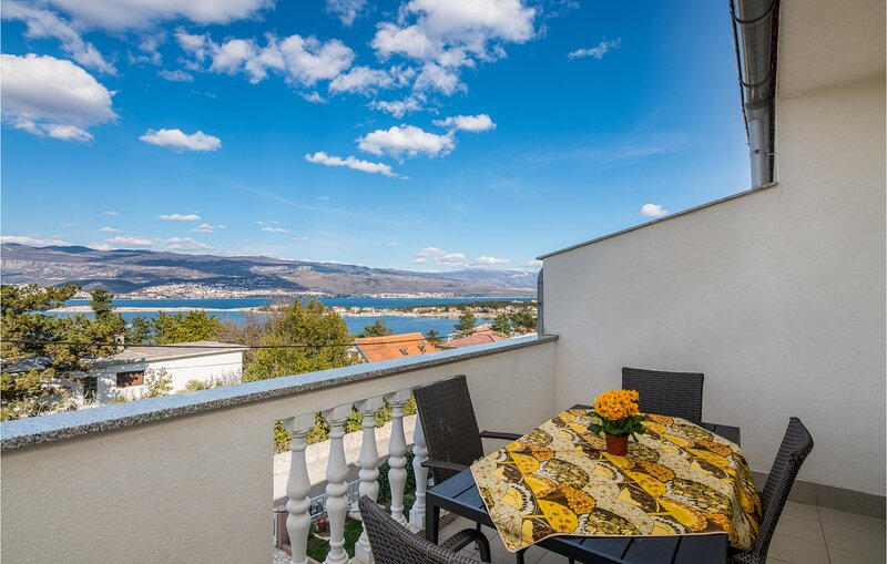 Awesome home in Silo with WiFi and 2 Bedrooms (CKK836), location de vacances à Polje