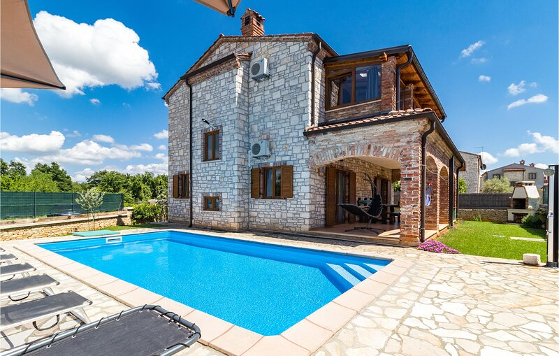 Nice home in Cabrunici with Outdoor swimming pool and 4 Bedrooms (CIC031), holiday rental in Cabrunici